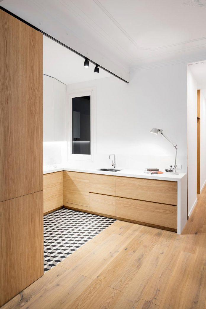 light-wood-white-define-alans-apartment-renovation-adrian-elizalde-02