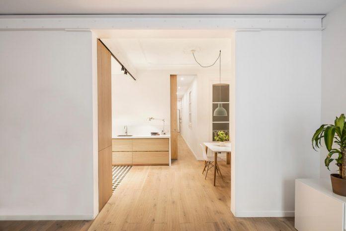 light-wood-white-define-alans-apartment-renovation-adrian-elizalde-04