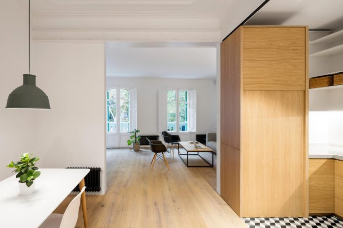 light-wood-white-define-alans-apartment-renovation-adrian-elizalde-05