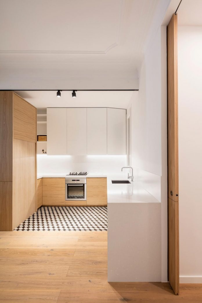 light-wood-white-define-alans-apartment-renovation-adrian-elizalde-06