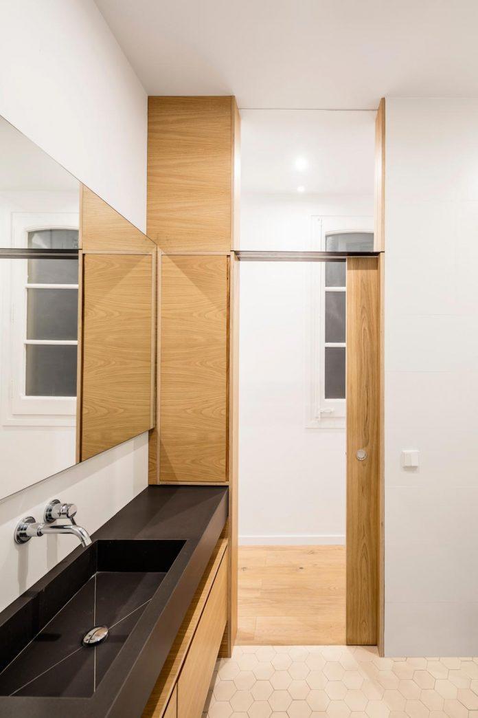 light-wood-white-define-alans-apartment-renovation-adrian-elizalde-07