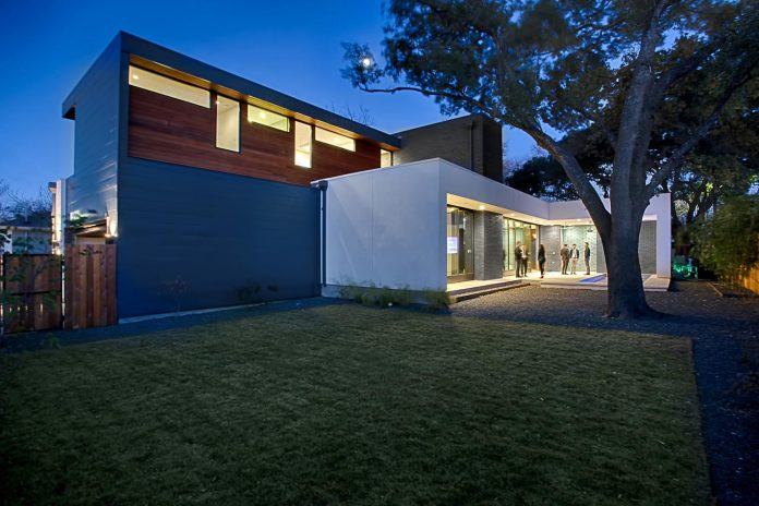 matt-fajkus-architecture-design-main-stay-house-clean-forms-urban-infill-living-space-blurs-lines-inside-outside-10