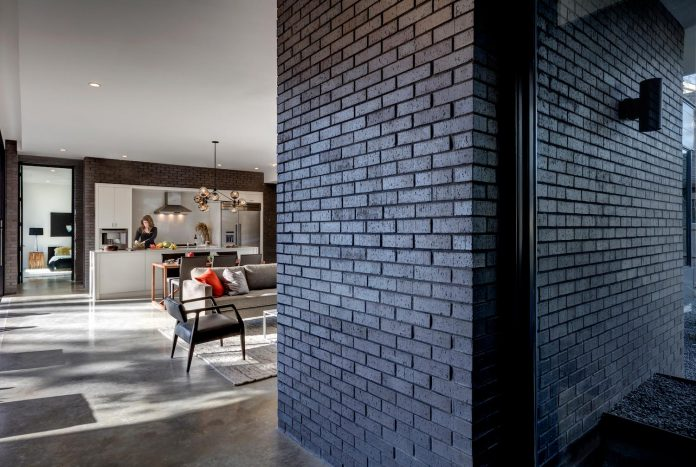 matt-fajkus-architecture-design-main-stay-house-clean-forms-urban-infill-living-space-blurs-lines-inside-outside-12