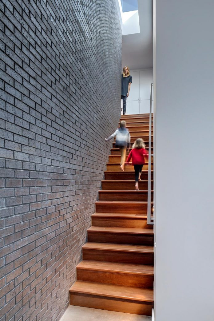 matt-fajkus-architecture-design-main-stay-house-clean-forms-urban-infill-living-space-blurs-lines-inside-outside-13