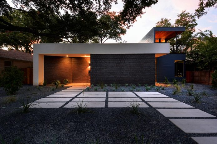 matt-fajkus-architecture-design-main-stay-house-clean-forms-urban-infill-living-space-blurs-lines-inside-outside-19