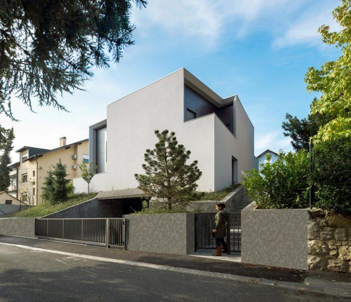 middle-sized-family-house-narrow-street-z-center-zagreb-dva-arhitekta-01