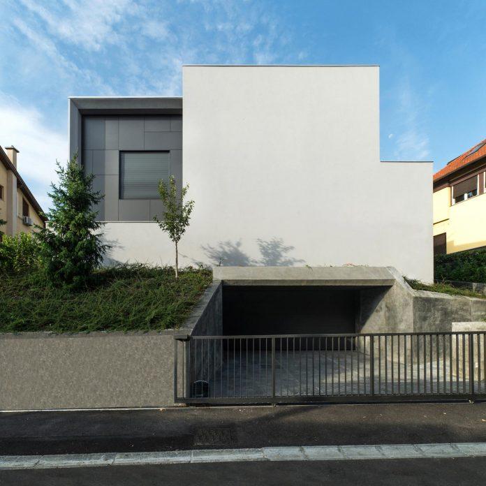 middle-sized-family-house-narrow-street-z-center-zagreb-dva-arhitekta-02