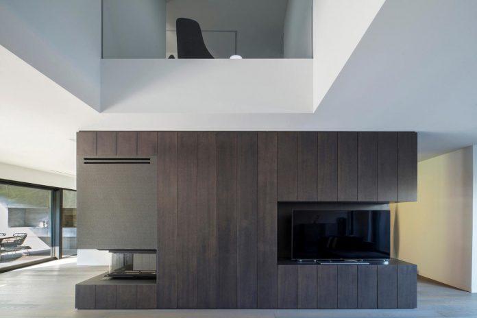 middle-sized-family-house-narrow-street-z-center-zagreb-dva-arhitekta-03