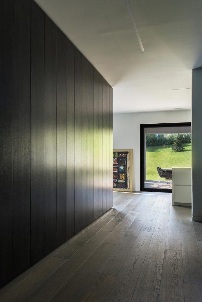 middle-sized-family-house-narrow-street-z-center-zagreb-dva-arhitekta-04