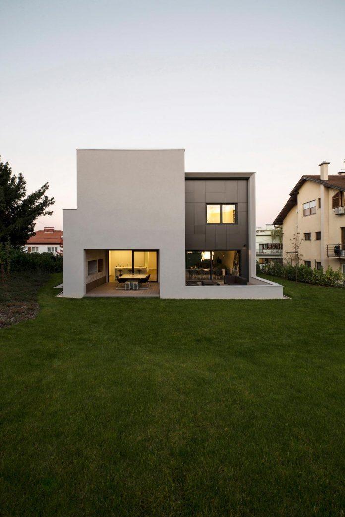 middle-sized-family-house-narrow-street-z-center-zagreb-dva-arhitekta-09
