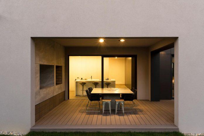 middle-sized-family-house-narrow-street-z-center-zagreb-dva-arhitekta-10