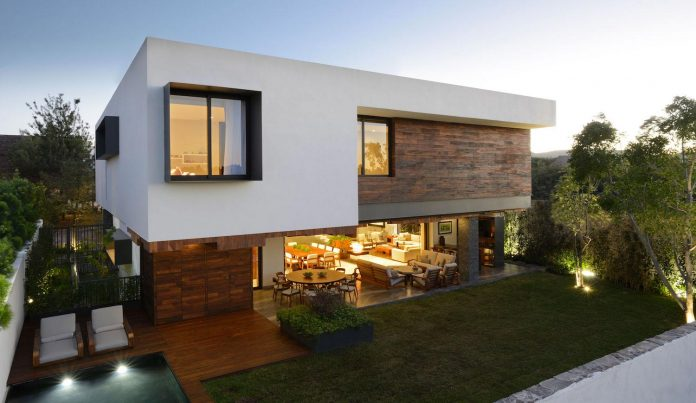 modern-atrium-house-large-double-height-space-living-room-rama-construccion-y-arquitectura-23