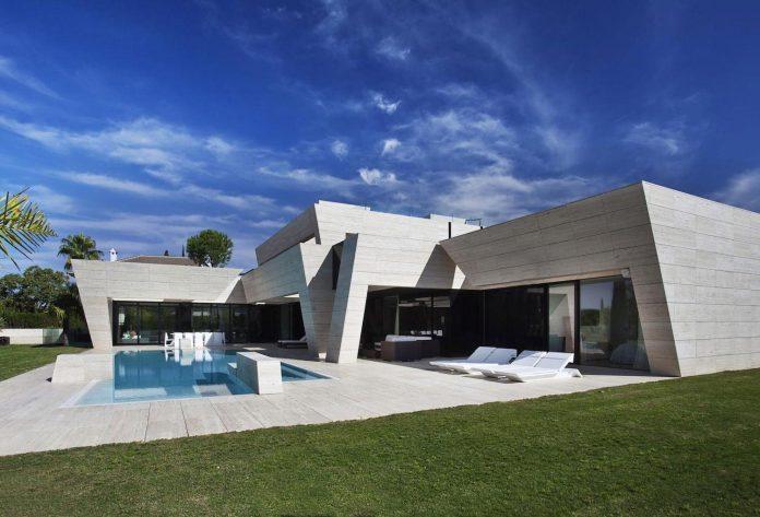 modern-s-v-house-located-seville-spain-cero-01