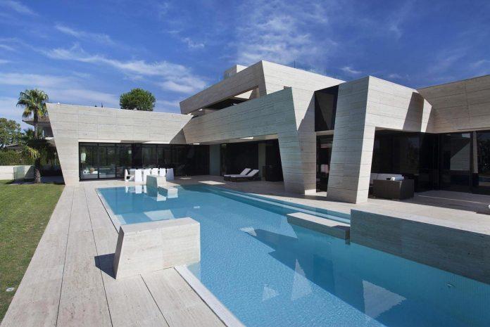 modern-s-v-house-located-seville-spain-cero-02