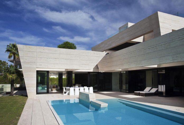 modern-s-v-house-located-seville-spain-cero-04