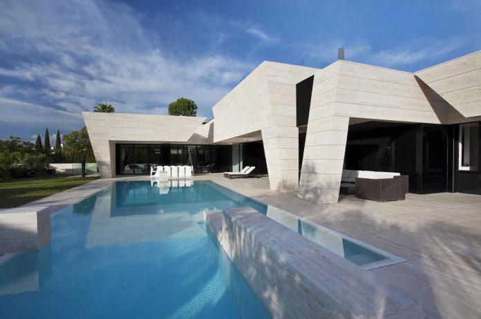 modern-s-v-house-located-seville-spain-cero-05