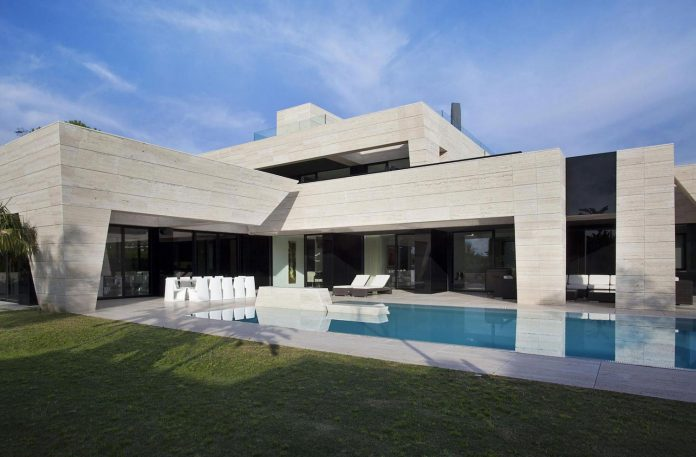 modern-s-v-house-located-seville-spain-cero-07