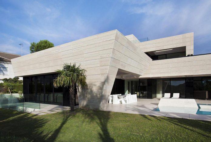 modern-s-v-house-located-seville-spain-cero-08