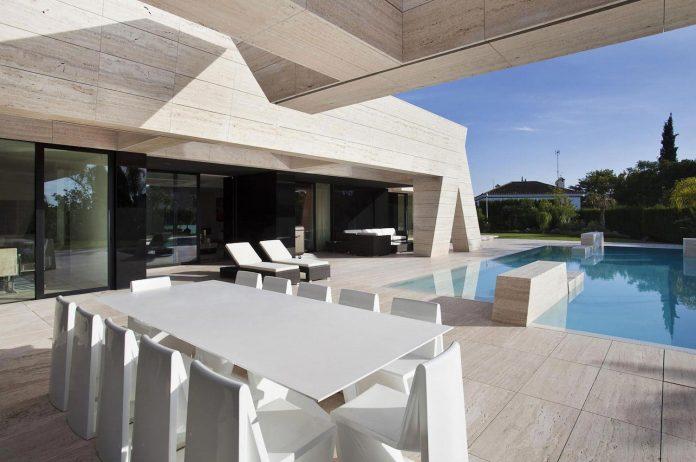 modern-s-v-house-located-seville-spain-cero-09