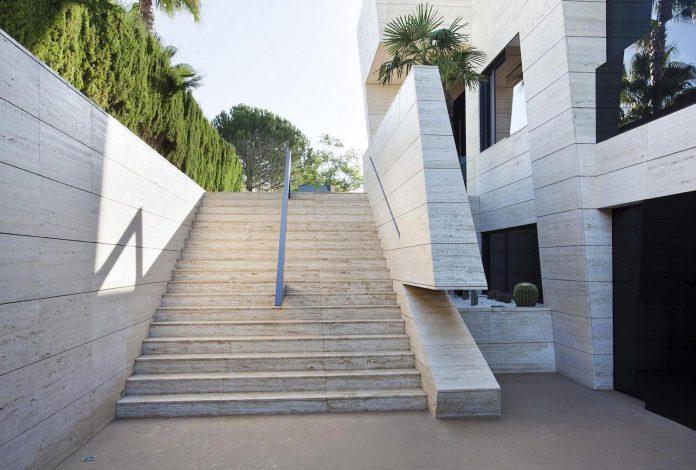 modern-s-v-house-located-seville-spain-cero-11