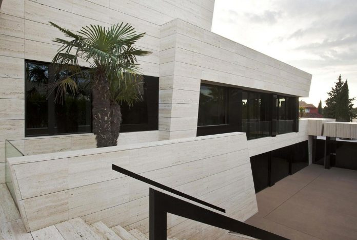 modern-s-v-house-located-seville-spain-cero-12