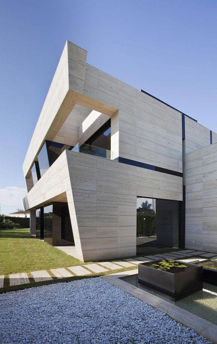 modern-s-v-house-located-seville-spain-cero-14