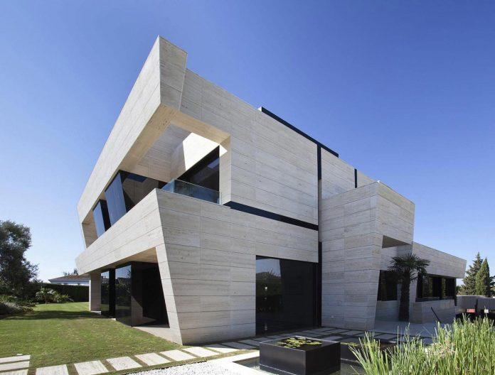 modern-s-v-house-located-seville-spain-cero-15