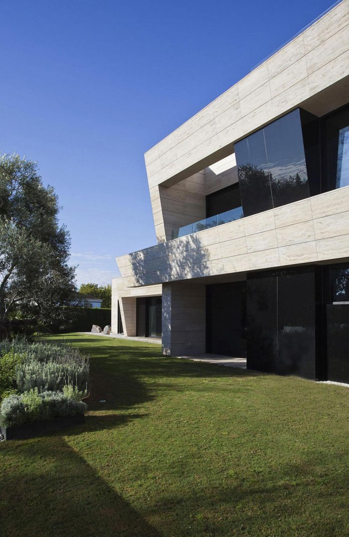 Modern s v house located in seville spain by a cero Seville house