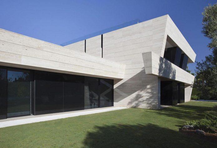 modern-s-v-house-located-seville-spain-cero-18
