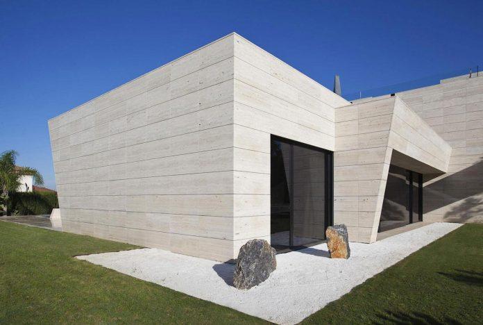 modern-s-v-house-located-seville-spain-cero-19