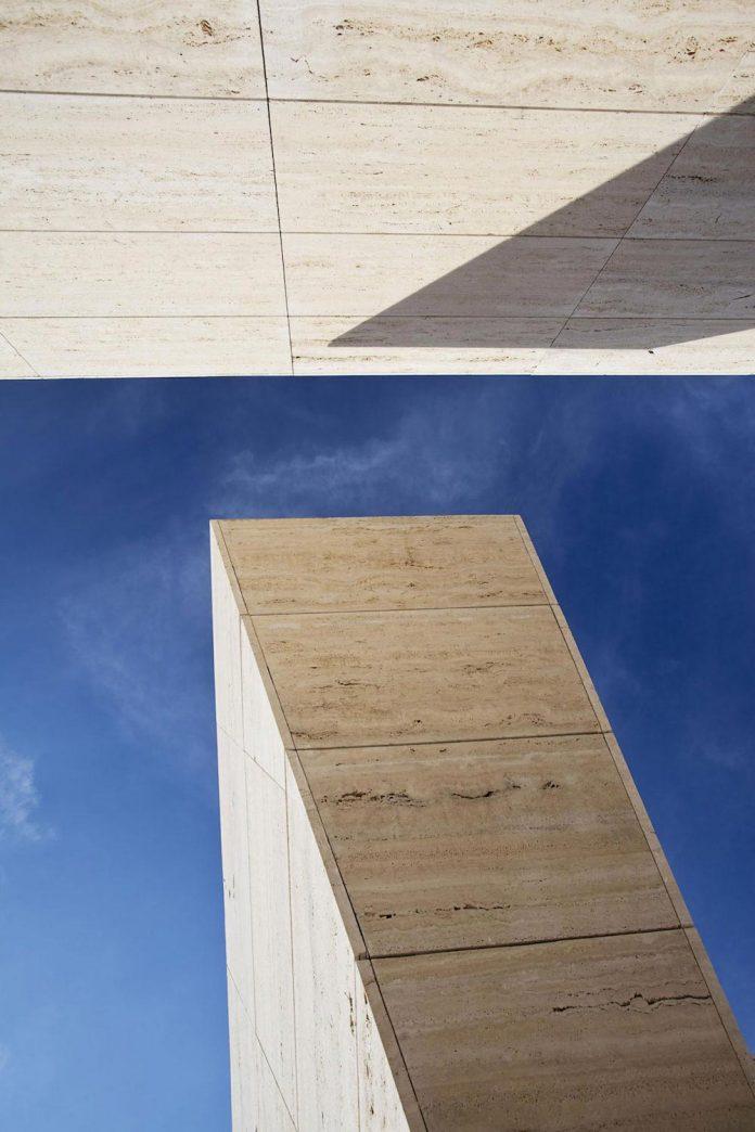 modern-s-v-house-located-seville-spain-cero-20