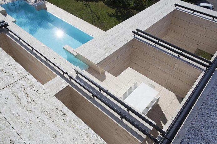 modern-s-v-house-located-seville-spain-cero-21
