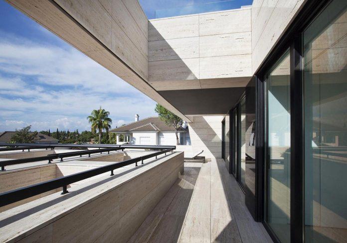 modern-s-v-house-located-seville-spain-cero-22