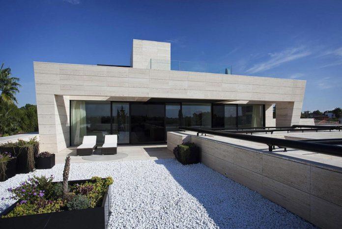 modern-s-v-house-located-seville-spain-cero-23