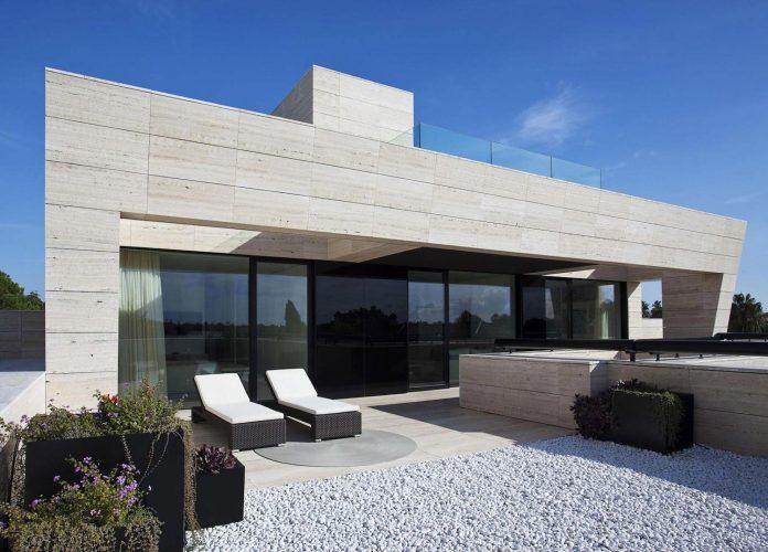 modern-s-v-house-located-seville-spain-cero-24