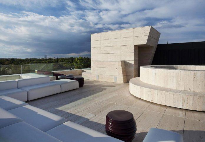 modern-s-v-house-located-seville-spain-cero-25