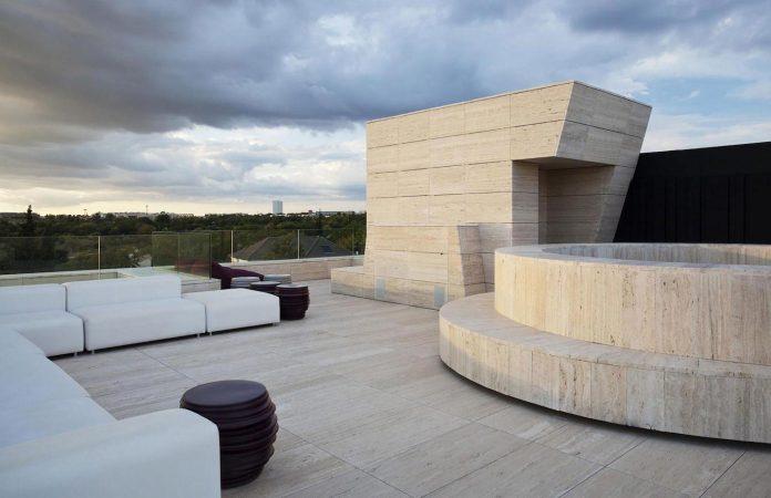 modern-s-v-house-located-seville-spain-cero-26