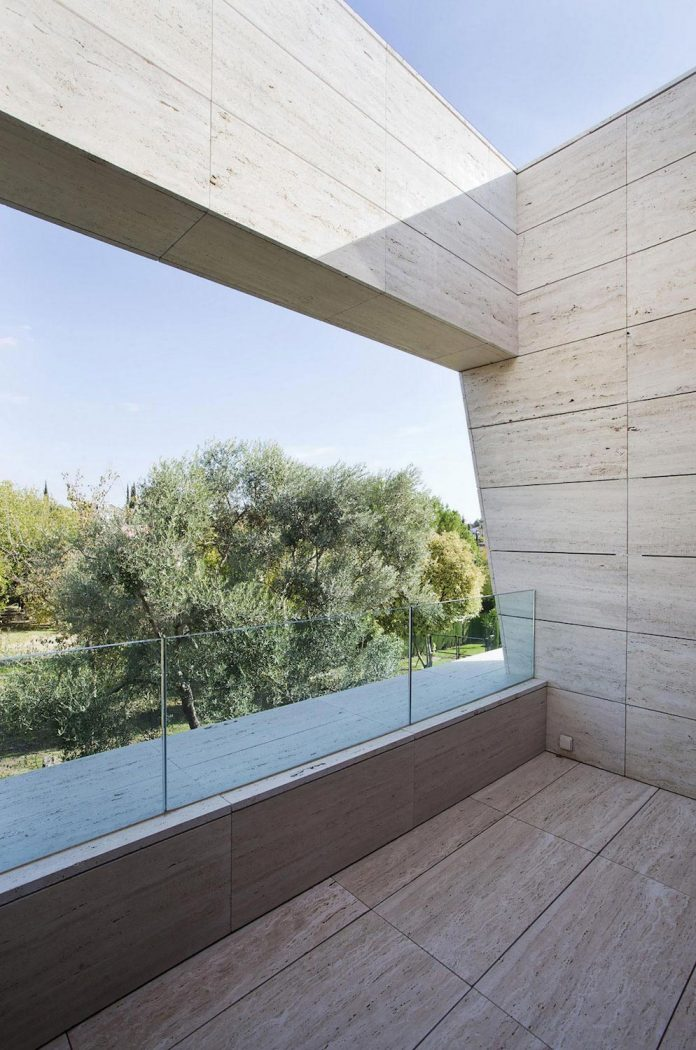 Modern S V House Located In Seville Spain By A Cero