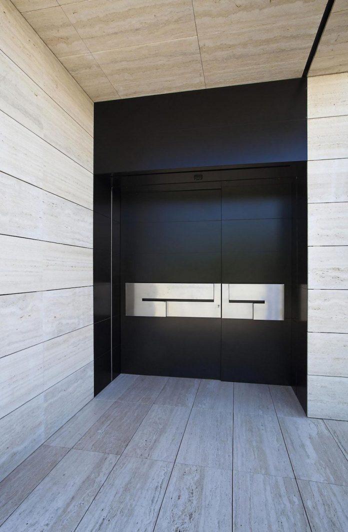 modern-s-v-house-located-seville-spain-cero-28
