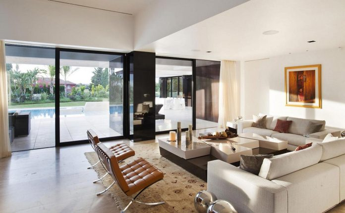 modern-s-v-house-located-seville-spain-cero-32