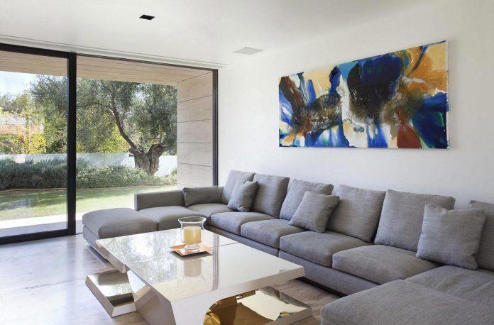 modern-s-v-house-located-seville-spain-cero-36
