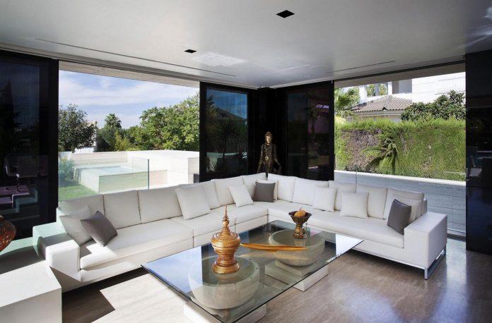 modern-s-v-house-located-seville-spain-cero-37