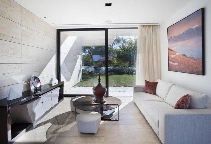 modern-s-v-house-located-seville-spain-cero-38