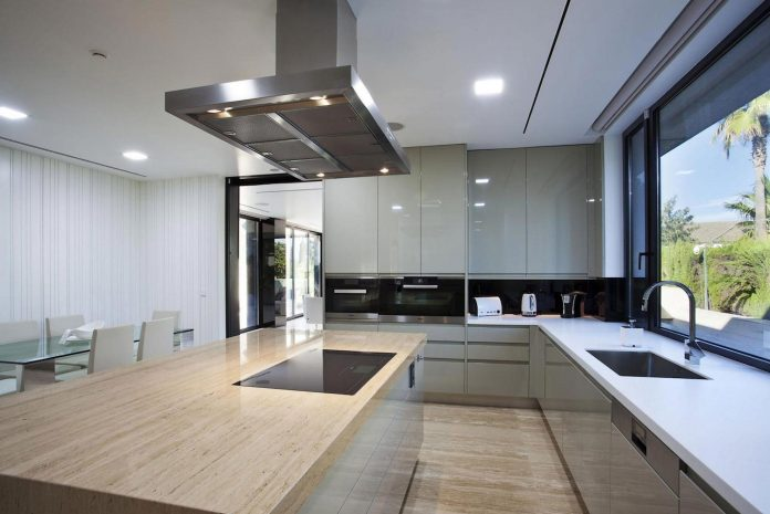 modern-s-v-house-located-seville-spain-cero-39
