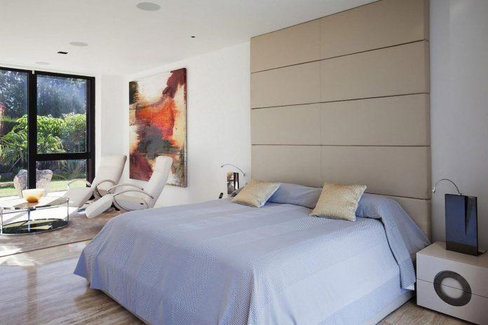 modern-s-v-house-located-seville-spain-cero-46