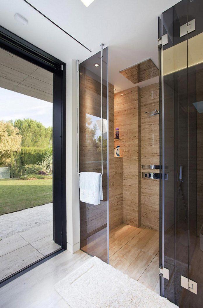 modern-s-v-house-located-seville-spain-cero-50
