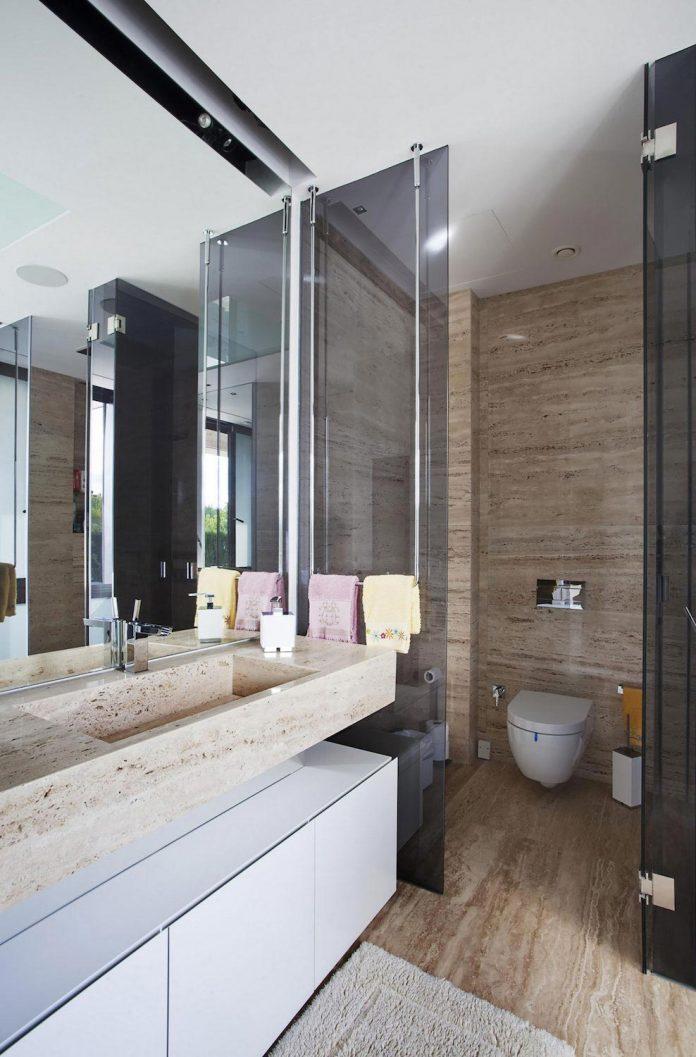 modern-s-v-house-located-seville-spain-cero-51