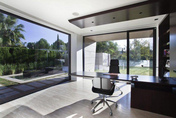 modern-s-v-house-located-seville-spain-cero-53