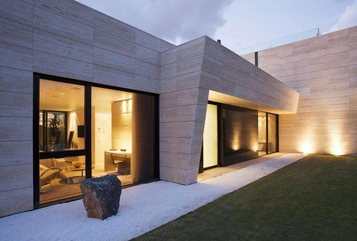 modern-s-v-house-located-seville-spain-cero-54