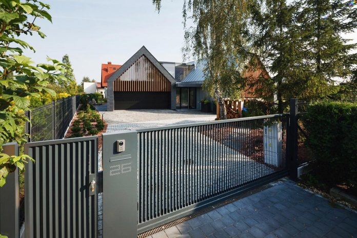 modern-wooden-two-barns-house-designed-rs-01